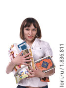 Купить «Девушка держит книги, журналы, блокнот», фото № 1836811, снято 29 января 2010 г. (c) Охотникова Екатерина *Фототуристы* / Фотобанк Лори