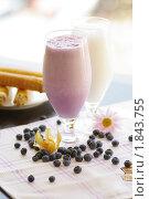 Молочные коктейли. Стоковое фото, фотограф Фадеев Антон / Фотобанк Лори
