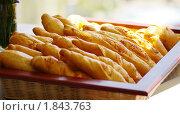 Корзина со свежим хлебом. Стоковое фото, фотограф Фадеев Антон / Фотобанк Лори