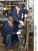 Купить «Слесарь за работой», фото № 1847891, снято 28 мая 2010 г. (c) Александр Подшивалов / Фотобанк Лори