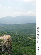 Купить «Живописный вид с горного обрыва», фото № 1851919, снято 9 июля 2010 г. (c) Григорий Стоякин / Фотобанк Лори