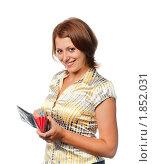 Девушка с кошельком в руках. Стоковое фото, фотограф Давид Мзареулян / Фотобанк Лори