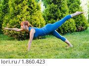 Красивая женщина  занимается фитнесом. Стоковое фото, фотограф Никита Буйда / Фотобанк Лори