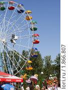 """Аттракцион """"колесо обозрения"""" в парке развлечений (2010 год). Редакционное фото, фотограф Накип Садыков / Фотобанк Лори"""