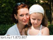 Мама с дочкой в парке. Стоковое фото, фотограф Калинина Алиса / Фотобанк Лори