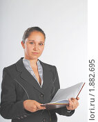 Купить «Девушка с еженедельником, смотрит в камеру», фото № 1882695, снято 3 августа 2010 г. (c) Татьяна Юни / Фотобанк Лори