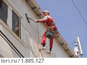 Мытье стен на большой высоте (2010 год). Редакционное фото, фотограф Алёшина Оксана / Фотобанк Лори
