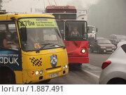 Смог в Москве. И водители, и пассажиры в масках (2010 год). Стоковое фото, фотограф Константин Сутягин / Фотобанк Лори