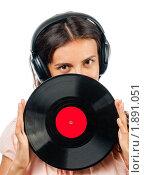Купить «Девушка в наушниках с виниловой пластинкой», фото № 1891051, снято 29 июля 2010 г. (c) Давид Мзареулян / Фотобанк Лори
