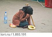 Купить «Профессиональная попрошайка (нищенка)», эксклюзивное фото № 1893191, снято 7 августа 2010 г. (c) Алёшина Оксана / Фотобанк Лори