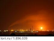 Купить «Нефтеперерабатывающий завод ночью», фото № 1896039, снято 8 августа 2010 г. (c) Михаил Коханчиков / Фотобанк Лори