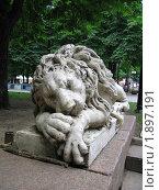 Купить «Спящий лев. Скульптура.», фото № 1897191, снято 20 июля 2010 г. (c) Евгения Плешакова / Фотобанк Лори