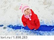 Купить «Девочка в красной куртке, стоит в синем ручье», фото № 1898283, снято 29 марта 2010 г. (c) Никонор Дифотин / Фотобанк Лори
