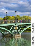 Купить «Опора царицынского моста и фонари, Москва», фото № 1902107, снято 3 октября 2009 г. (c) Fro / Фотобанк Лори