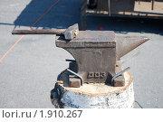 Кузнечный молот на наковальне. Стоковое фото, фотограф Ерёмин Никита / Фотобанк Лори