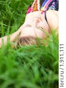 Купить «Девушка на лугу», фото № 1911111, снято 19 августа 2018 г. (c) Юлия Колтырина / Фотобанк Лори