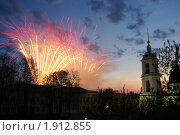 Салют в День победы (2009 год). Стоковое фото, фотограф Юлия Дозорец / Фотобанк Лори