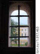 Купить «Окно с решеткой», фото № 1917463, снято 13 июня 2010 г. (c) Евгения Плешакова / Фотобанк Лори