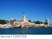 Купить «Морской вокзал Сочи, центральный фасад», фото № 1919719, снято 21 августа 2010 г. (c) Анна Мартынова / Фотобанк Лори