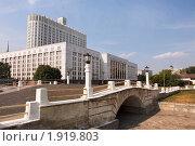 Горбатый мост и Дом правительства Российской Федерации,  Москва (2010 год). Стоковое фото, фотограф Николай Винокуров / Фотобанк Лори