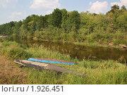 Купить «Лодки-плоскодонки на берегу реки», фото № 1926451, снято 8 августа 2010 г. (c) Емельянов Валерий / Фотобанк Лори