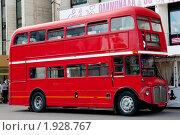 """Купить «Красный двухэтажный автобус перед спорткомплексом """"Олимпийский"""". Москва», фото № 1928767, снято 21 августа 2010 г. (c) E. O. / Фотобанк Лори"""