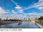 Купить «Вид на Москва реку и набережные около Киевского вокзала», фото № 1933195, снято 21 августа 2010 г. (c) Николай Винокуров / Фотобанк Лори