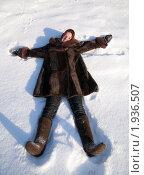 Купить «Девушка лежит на снегу», фото № 1936507, снято 24 января 2010 г. (c) Яков Филимонов / Фотобанк Лори