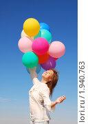 Купить «Девушка  с воздушными шарами на фоне неба», фото № 1940763, снято 29 августа 2010 г. (c) Насыров Руслан / Фотобанк Лори