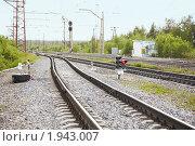 Купить «Железнодорожные пути, стрелки и светофоры», фото № 1943007, снято 1 июля 2010 г. (c) pzAxe / Фотобанк Лори