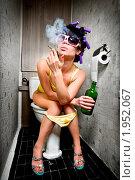 Гламурная девушка в туалете. Стоковое фото, фотограф Андрей Армягов / Фотобанк Лори