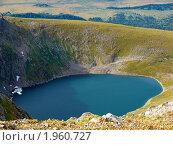 Купить «Алтай. Озеро у подножия горы Красная», фото № 1960727, снято 18 августа 2010 г. (c) Andrey M / Фотобанк Лори