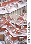 Купить «Прага. Красные черепичные крыши, запорошенные снегом», фото № 1961807, снято 8 января 2009 г. (c) T&B / Фотобанк Лори