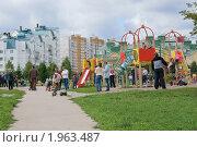 Купить «Детская площадка в Митино», эксклюзивное фото № 1963487, снято 5 сентября 2010 г. (c) Валерия Попова / Фотобанк Лори