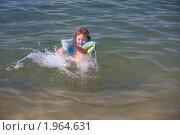 Девочка в море. Стоковое фото, фотограф Артём Скороделов / Фотобанк Лори