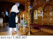 Купить «Женщина пенсионного возраста в православном храме», фото № 1969367, снято 23 мая 2009 г. (c) Виктор Водолазький / Фотобанк Лори