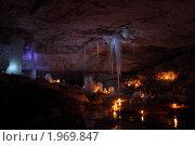 Подсветка свечами пещерных ледяных образований. Стоковое фото, фотограф Кривоносова Мария / Фотобанк Лори