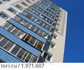 Купить «Двенадцатиэтажный одноподъездный блочный жилой дом серии II-18-01/12 после капитального ремонта. Авангардная улица, 14а. Москва», эксклюзивное фото № 1971607, снято 9 сентября 2010 г. (c) lana1501 / Фотобанк Лори