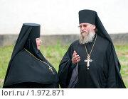 Монах и монахиня беседуют. Архимандрит и игуменья, фото № 1972871, снято 14 июня 2010 г. (c) Артем Костров / Фотобанк Лори