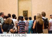 Купить «Экскурсия в Лувре. Картина Леонардо да Винчи - Мона Лиза.», фото № 1976343, снято 20 августа 2010 г. (c) Макарова Елена / Фотобанк Лори