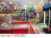 Купить «Интерьер небольшого продуктового магазина. Место продавца», фото № 1976651, снято 15 сентября 2010 г. (c) Анна Мартынова / Фотобанк Лори
