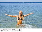Купить «Девушка плещется в  море», фото № 1979343, снято 8 августа 2010 г. (c) Андрей Ярославцев / Фотобанк Лори