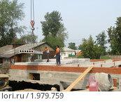 Купить «Строительство.Укладка перекрытий», фото № 1979759, снято 12 августа 2010 г. (c) Людмила Банникова / Фотобанк Лори