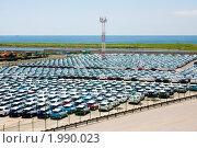 Автомобили в порту. Стоковое фото, фотограф Артём Скороделов / Фотобанк Лори