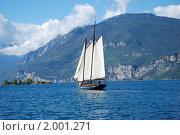 Купить «Парусник на озере Гарда», фото № 2001271, снято 19 сентября 2010 г. (c) Maria Kuryleva / Фотобанк Лори