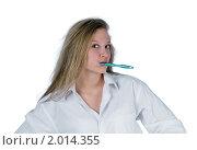Купить «Блондинка в белой мужской сорочке чистит зубы», фото № 2014355, снято 10 октября 2009 г. (c) Алексей Яговкин / Фотобанк Лори