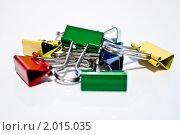 Зажимы канцелярские цветные. Стоковое фото, фотограф Сергей АТ / Фотобанк Лори