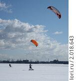 Сноубордист с парашютом (2009 год). Редакционное фото, фотограф Мария Васильева / Фотобанк Лори