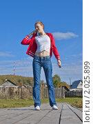 Купить «Девушка на мостках», фото № 2025899, снято 25 сентября 2010 г. (c) Александр Рябов / Фотобанк Лори