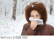 Купить «Молодая женщина с носовым платком зимой на улице», фото № 2028103, снято 17 ноября 2009 г. (c) Losevsky Pavel / Фотобанк Лори